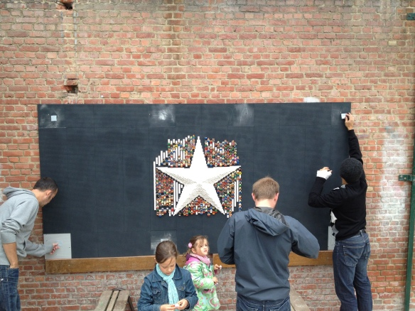 De Ster krijgt in juni 2012 een tijdelijk plekje onder het afdak op de speelplaats van de Sint-Lambertusschool.